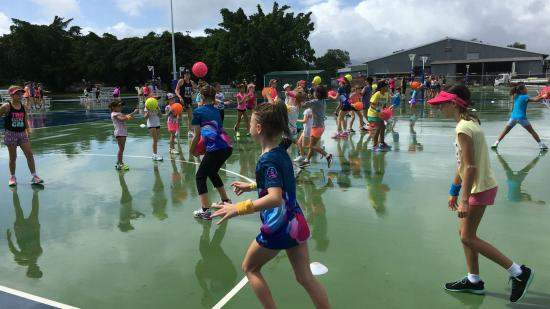 Netfit holiday clinic Cairns group of girls netball training